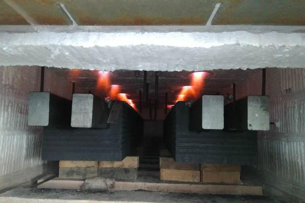 Cathode carbon block heating gas furnace